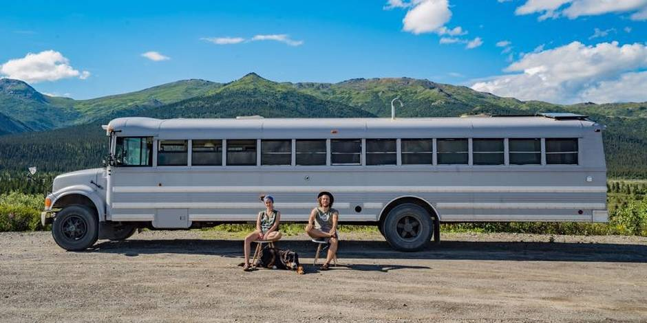 Ils transforment un bus scolaire en maison pour voyager