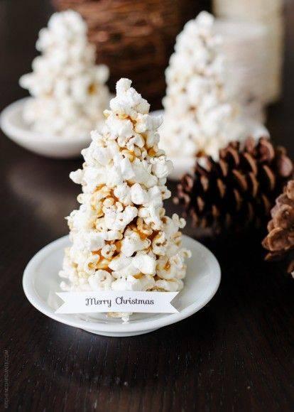A faire soi-même pour les plus doués, sinon, on peut retrouver ce sapin en popcorn chez  Hobby Craft.