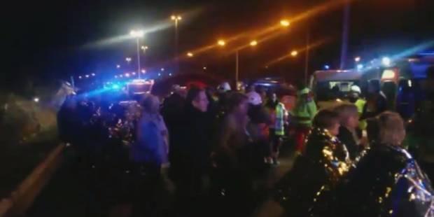 Treize personnes à l'hôpital après un accident de bus à Grobbendonk (VIDEO) - La Libre