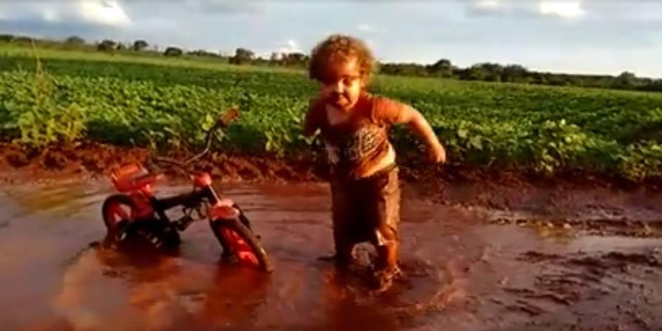 Le plaisir de cet enfant est contagieux...