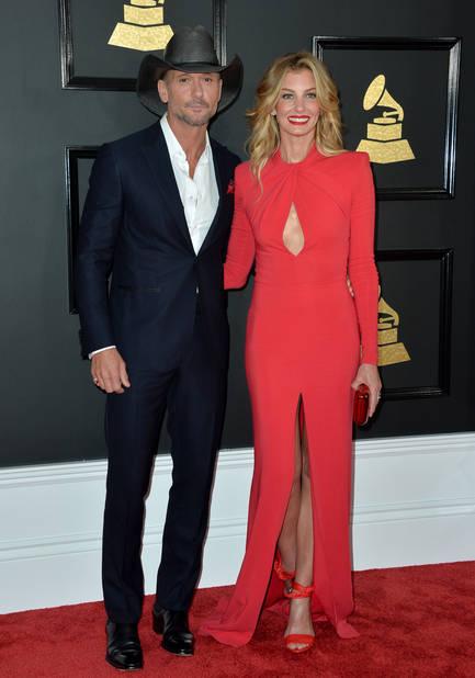 Tim McGraw and Faith Hill, le cow boy et sa belette dans une robe faussement sage.