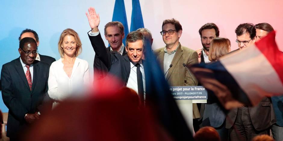 France: lâché par des proches, Fillon en appelle à ses partisans