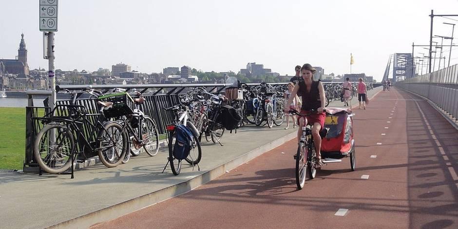A Nimègue, à vélo, on dépasse les autos! (REPORTAGE)