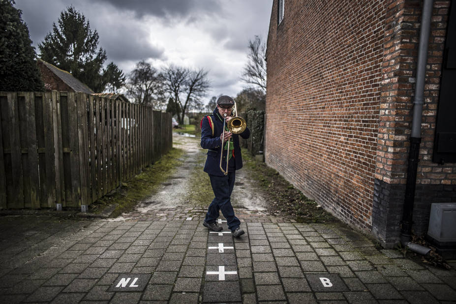 """""""Quid"""" s'interroge sur la frontière qui nous sépare, et ce qu'elle représente symboliquement chez chacun d'entre vous. Et file voir comment la frontière se vit à Baerle Duc, enclave belge en terres néerlandaises."""