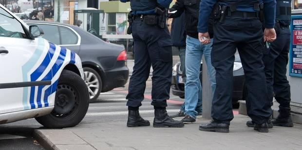 Bruxelles: des jeunes prennent à partie la police après un vol dans une voiture dans les Marolles - La Libre