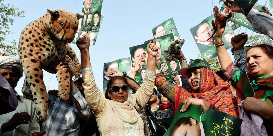 Supporters of the ruling party Pakistan Muslim League-Nawaz (PML-N) carry posters of Prime Minister Nawaz Sharif as they hold a rally after a Supreme Court verdict on the Panama Papers in Lahore on April 20, 2017. Pakistan's top court ordered the prime minister be investigated for corruption on April 20, in a highly anticipated decision that granted Nawaz Sharif a temporary reprieve as judges said there was insufficient evidence to oust him from power. Sharif and his children had been accused of graft in an ongoing case that had threatened to topple the prime minister and captivated Pakistan after the Panama Papers leak last year linked the family to offshore business. / AFP PHOTO / ARIF ALI