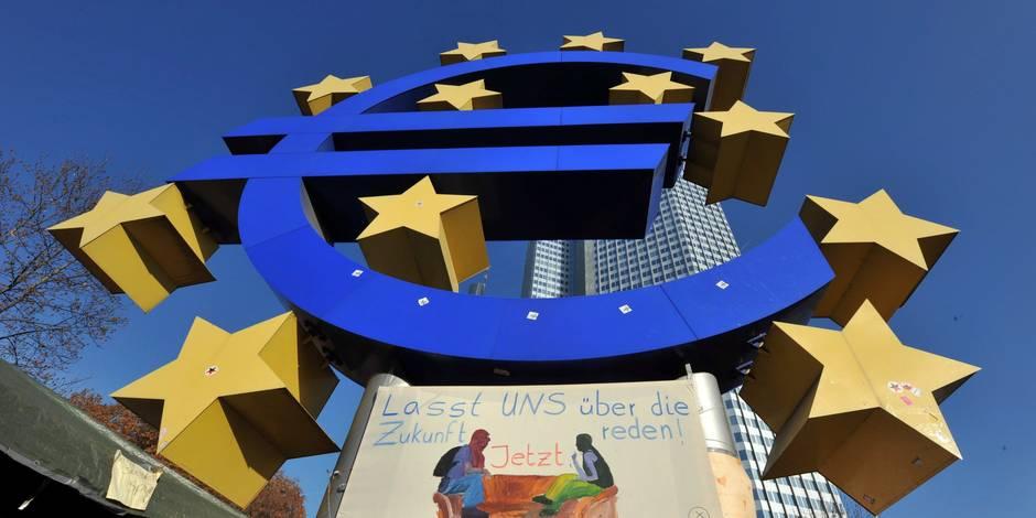 L'euro monte nettement face au dollar au lendemain de l'élection française