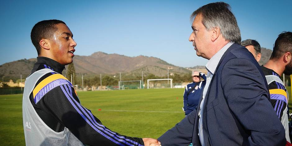 20150108 - LA MANGA, SPAIN: Anderlecht's Youri Tielemans and Anderlecht's manager Herman Van Holsbeeck shake hands at a training session on the fourth day of the winter training camp of Belgian first division soccer team RSC Anderlecht in La Manga, Spain, Thursday 08 January 2015. BELGA PHOTO VIRGINIE LEFOUR