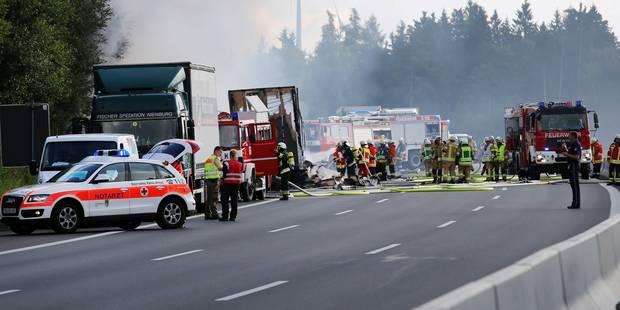 Accident de car en Allemagne : dix-huit personnes sont mortes, piégées par les flammes - La Libre