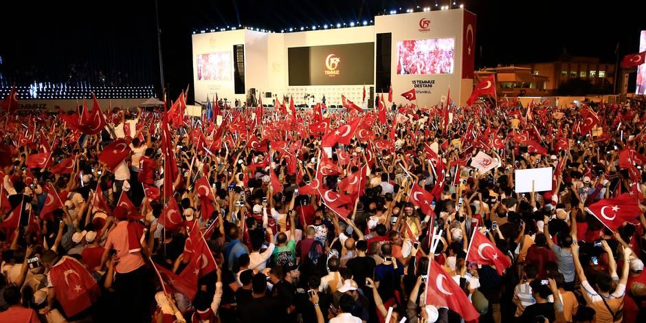 """Turquie: un an après le putsch manqué, Erdogan promet d'""""arracher la tête des traîtres"""""""