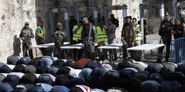 A Jérusalem, les fidèles musulmans refusent les détecteurs de métaux israéliens - La Libre