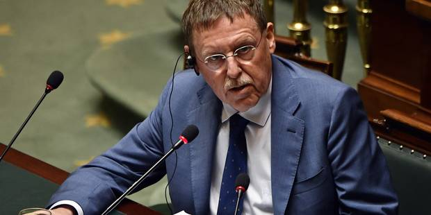La Chambre déplore l'absence de trop nombreux ministres actuellement à l'étranger - La Libre