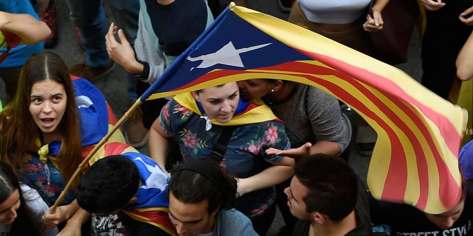 À trois jours du référendum en Catalogne, la Garde civile saisit des millions de bulletins de vote