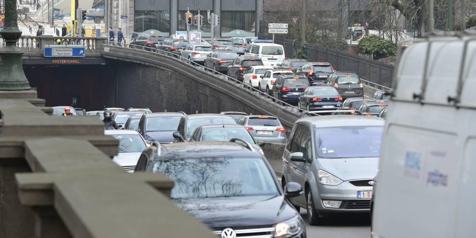 Dès 2018, Bruxelles fermera sa porte aux voitures très polluantes: voici les 4 contraintes de cette mesure - La Libre