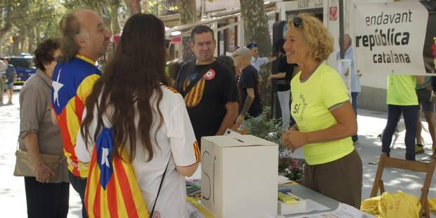 En Catalogne, à J-2, les militants proréférendum occupent des écoles - La Libre