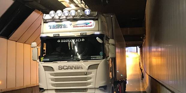Bruxelles : Un camion accroche le plafond du tunnel Stéphanie (PHOTOS) - La Libre