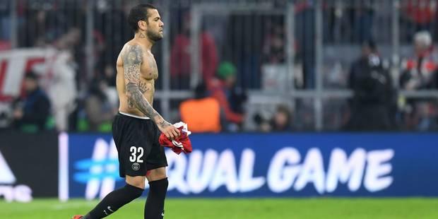 Dani Alves très critiqué après le naufrage du PSG au Bayern, une chance pour Meunier ? - La Libre