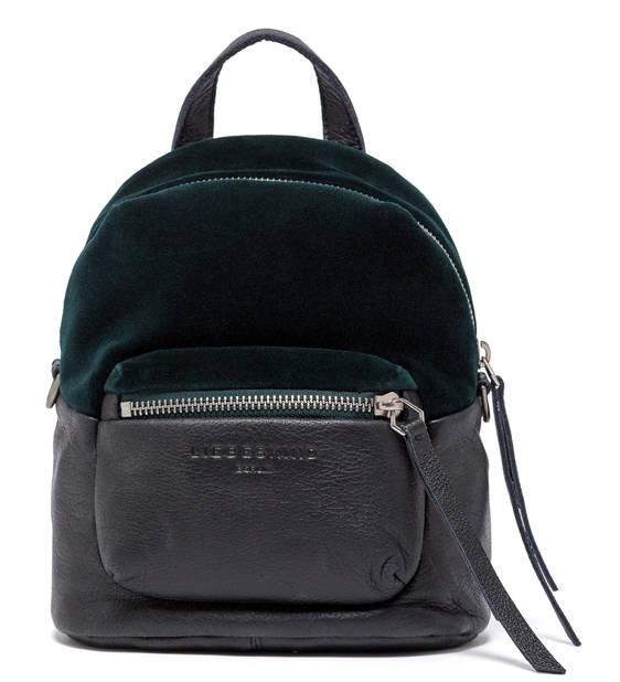 ses affaires mais pas trop dans ce sac à dos cuir et velours vert sombre. Liebeskind Berlin, 139.90€