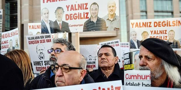 Ahmet Sik, célèbre journaliste turc, est expulsé de son procès - La Libre