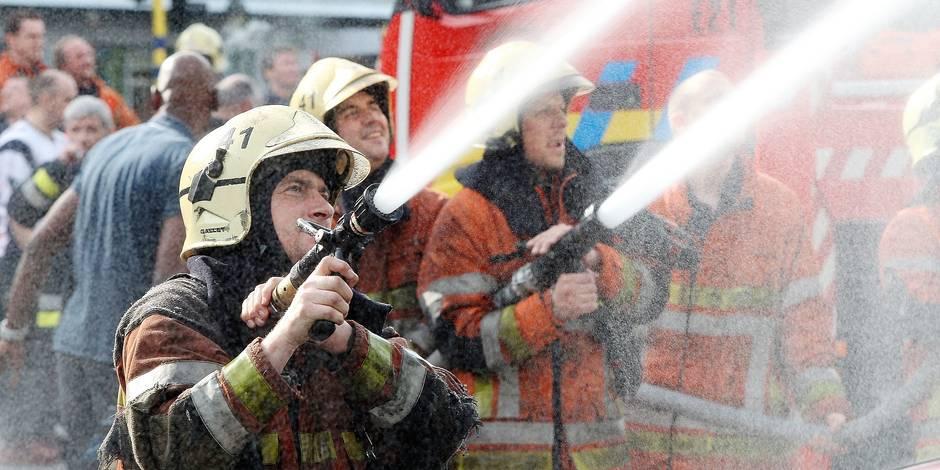 «Jordan, dehors!»: les pompiers bruxellois brûlent l'effigie de leur directrice. Les pompiers réclament la démission de la directrice générale du SIAMU. Pour se faire entendre, les pompiers ont brûlé son effigie. Ce que n'a pas apprécié Rudi Vervoort, qui a refusé de recevoir les hommes du feu.