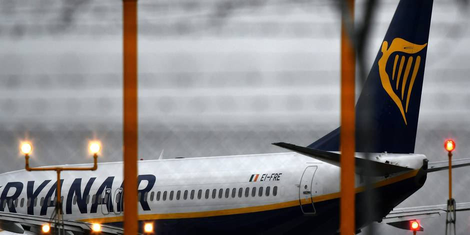 (FILES) This file photo taken on December 15, 2017 shows a plane of Irish low-cost airline company Ryanair on the tarmac of Rome's Ciampino airport. Ryanair said on January 30, 2018 it has signed an agreement with the British Airline Pilots Association that formally recognises a pilots' union for the first time. / AFP PHOTO / Alberto PIZZOLI