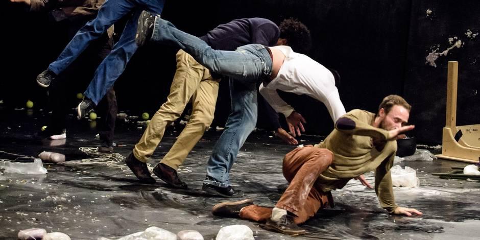 Paris, France, Juin 2016. Theatre de la Cite Universitaire. Le GALACTIK ENSEMBLE avec le spectacle « Galactik » [titre provisoire] par les artistes Mathieu Bleton (FR), Mosi Espinoza (PE), Jonas Julliand (FR), Karim Messaoudi (BE), Cyril Pernot (FR), pendant leur presentation dans le cadre de Circus Next. CircusNext est un programme europeen destine a identifier, accompagner et soutenir une nouvelle generation d'auteurs circassiens et à favoriser ainsi l'eclosion d'écritures nouvelles. Les projets selectionnés par un jury se voient dotes d'une bourse d'aide à l'ecriture, de residences de creation et de visibilite à l'echelle europeenne. A l'issue de ce temps de travail, ils presentent un extrait abouti de leur futur spectacle.