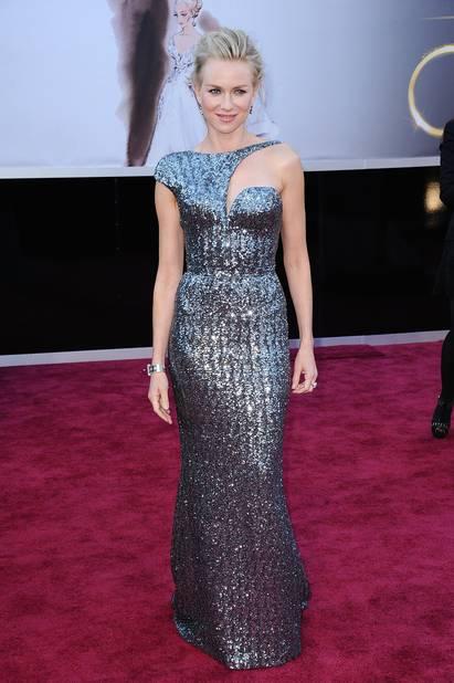 Naomi Watts brille de mille feux en                         Armani Privé en 2013