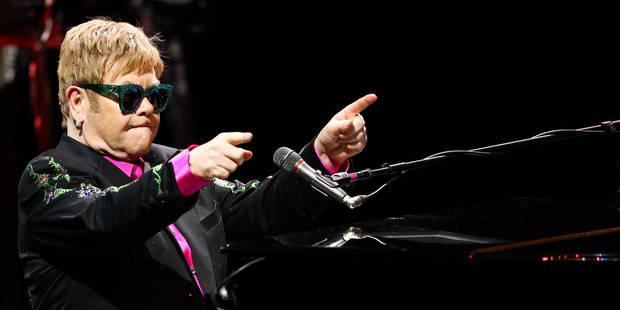 Excédé par un fan, Elton John quitte la scène (Vidéo) - La Libre