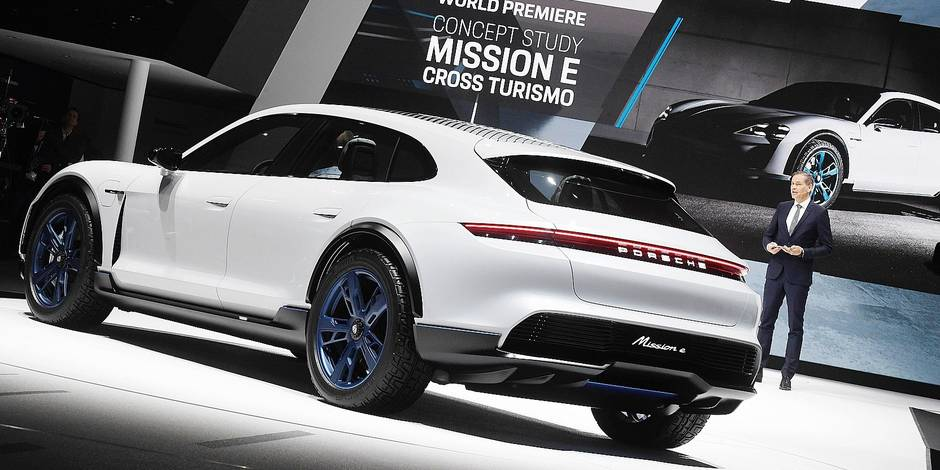 Oliver Blume, chairman of the board of Porsche, presenting Porsche's Mission E Cross Turismo during the first press day of the Geneva Motor Show in Geneva, Switzerland, 06 March 2018. This model is Porsche's presentation of a concept study for an electrical Cross Utility Vehicle (CUV). The 88th Geneva Motor Show starts on 08 March and ends on 18 March. About 180 exhibitors will be displaying 900 models and the organisers expect 700,000 visitors. Photo: Uli Deck/dpa