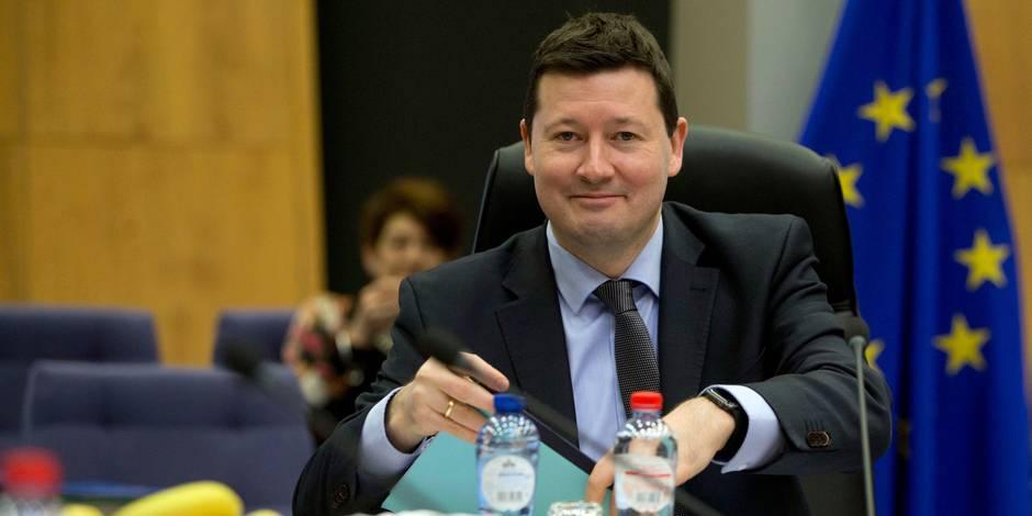 Édito: En nommant à la va-vite le chef de cabinet de Juncker secrétaire général, la Commission européenne s'est tiré dan...