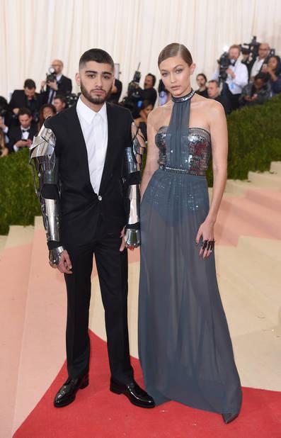 C'est leur apparition en public la plus iconique : le couple a surpris tout le monde au gala du Met avec ces tenues futuristes.