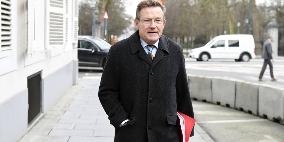 Finance Minister Johan Van Overtveldt arrives for a meeting between the direction of the Carrefour supermarket chain and the Prime Minister, in Brussels, Friday 26 January 2018. The Carrefour direction announced its reform plans for the supermarket chain on Thursday 25/01, some 1200 jobs will be lost. BELGA PHOTO LAURIE DIEFFEMBACQ
