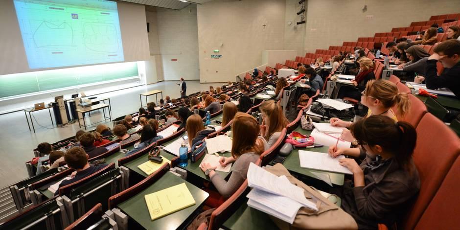 Pourquoi les étudiants entrent en guerre contre les fausses universités