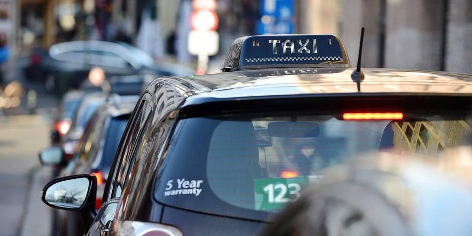 Taxi chauffeur taximan mobilité transport circulation trafic ville urbain voiture auto permis