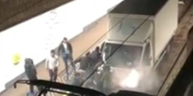 Un camion se retrouve coincé dans la station de pré-métro Lemonnier (VIDEO) - La Libre