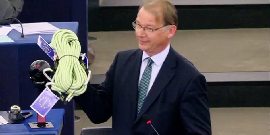"""Les coulisses du """"coup de la corde"""" de Philippe Lamberts à Emmanuel Macron (VIDEO)"""