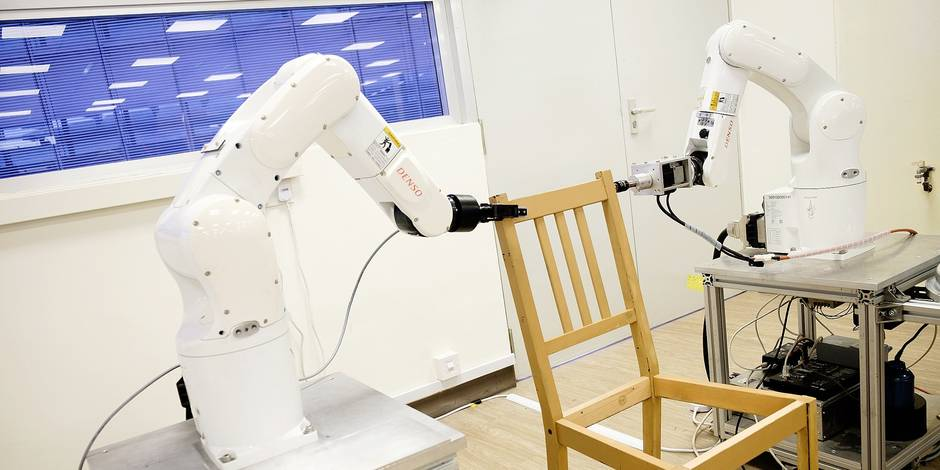 """This handout photograph taken on April 17, 2018 and released on April 19 by Singapore's Nanyang Technological University (NTU Singapore) shows autonomous robotic arms assembling an IKEA chair in Singapore. Sick of struggling with incomprehensible instructions and a baffling array of planks and screws? Help is at hand in the form of a new robot that can assemble an IKEA chair in minutes. / AFP PHOTO / NTU SINGAPORE / Handout / RESTRICTED TO EDITORIAL USE - MANDATORY CREDIT """"AFP PHOTO / NTU SINGAPORE"""" - NO MARKETING NO ADVERTISING CAMPAIGNS - DISTRIBUTED AS A SERVICE TO CLIENTS == NO ARCHIVE"""